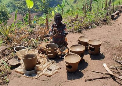 Pygmy woman making pottery